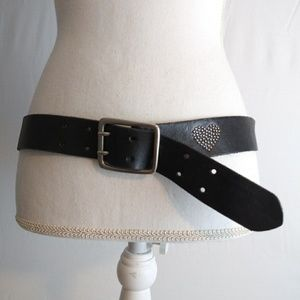 American Eagle womens belt with heart